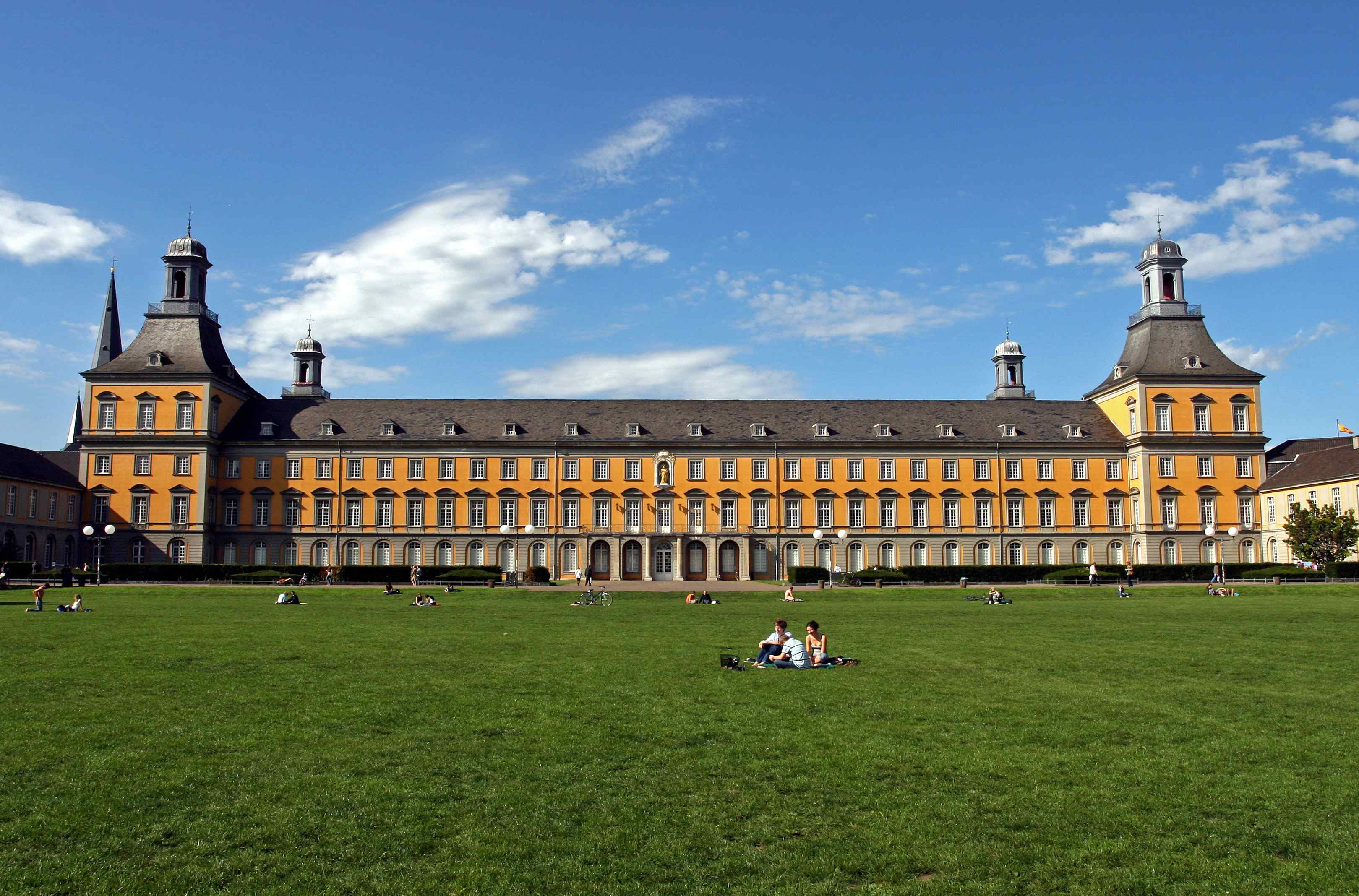 Central building of the university, Copyright: Dr. Thomas Mauersberg / University Bonn