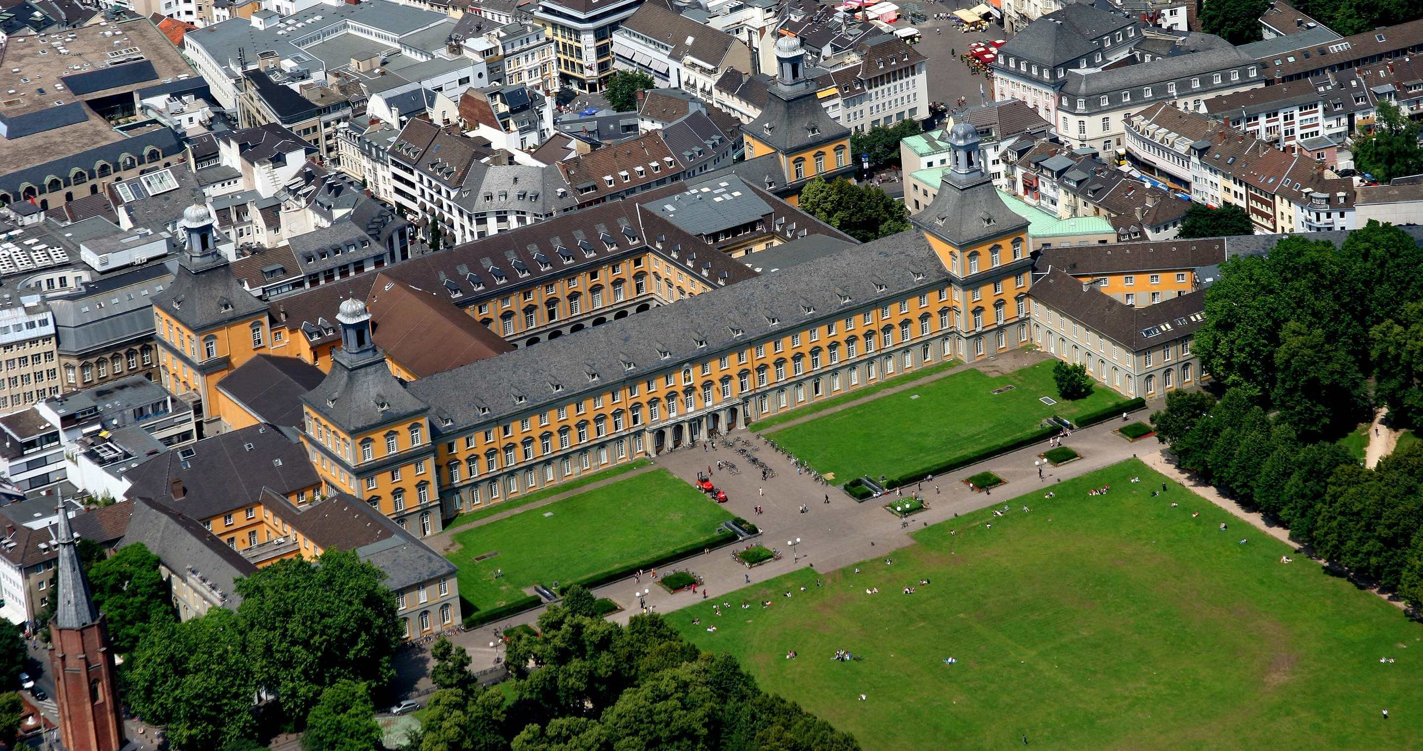Aerial image of the central building of the university, Copyright: Peter Sondermann / University Bon